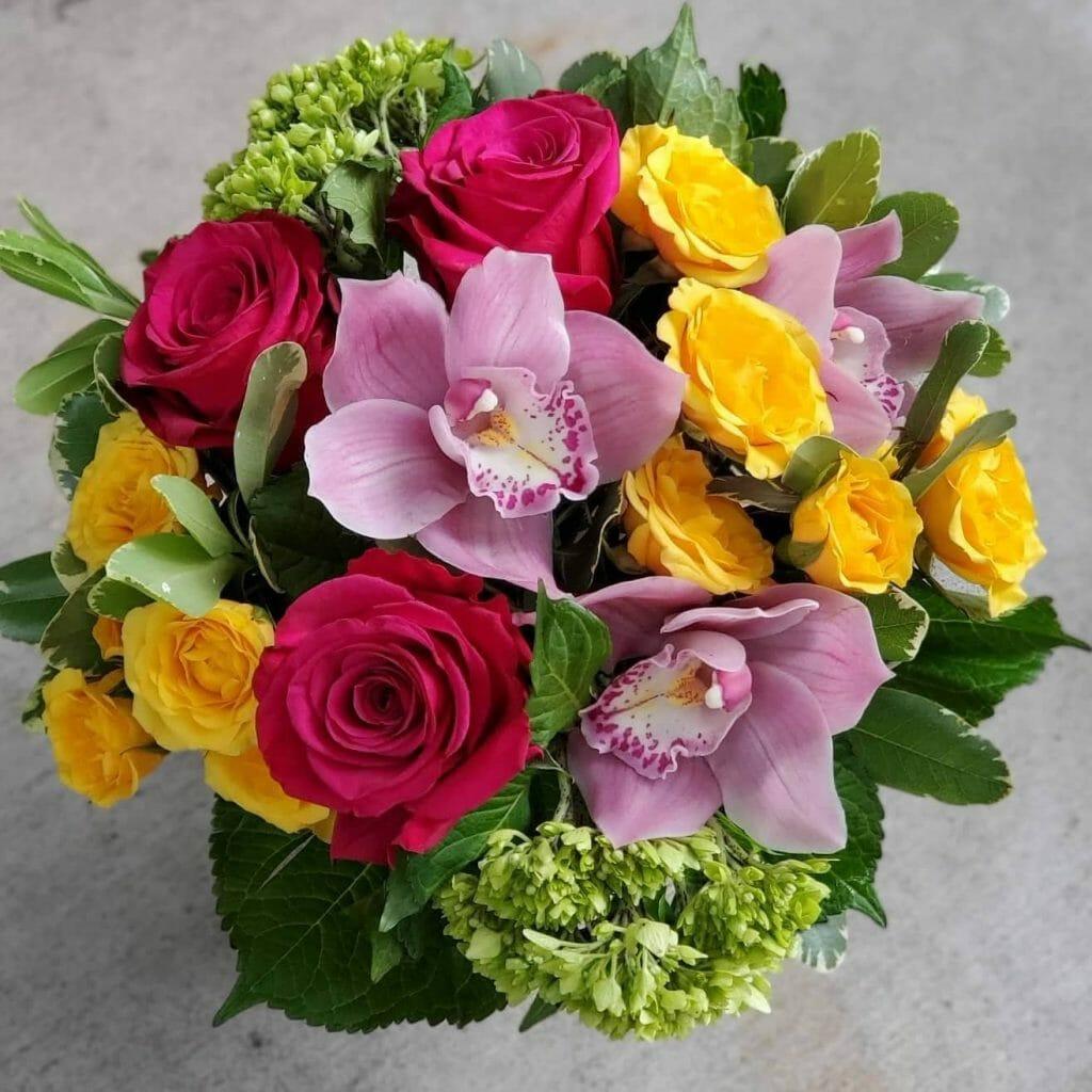 Fleur de Lis Roses Delivery in Chicago