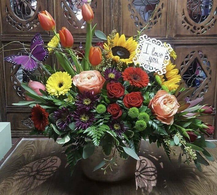 Ari's Flower Shop in Carson, California
