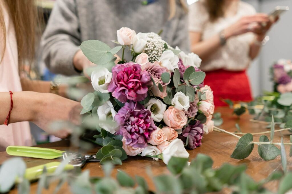 8 Best Florists for Flower Delivery in Hawaiian Gardens, CA