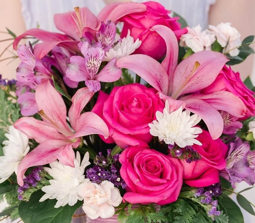 Mona's Floral Creations in Tampa, Florida