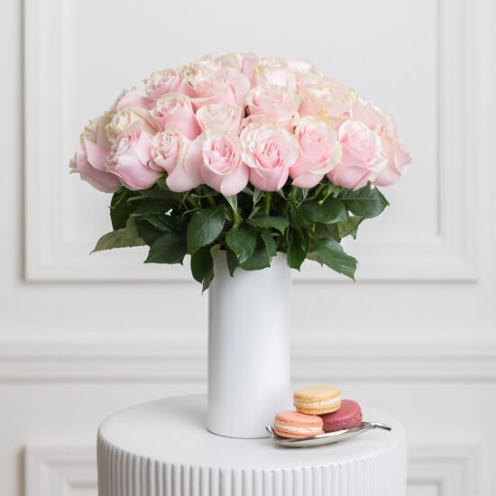 Ode a la Rose Flower Delivery in New York City