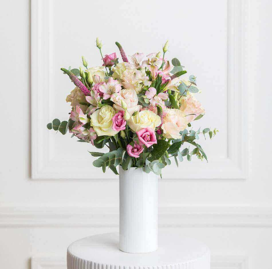 Ode a la Rose Flower Delivery in Newark, New Jersey